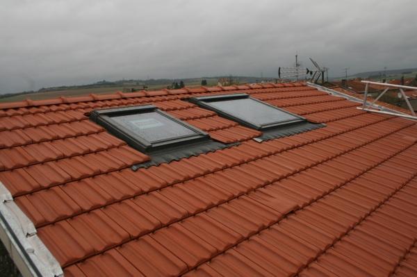Fen tre de toit mansarde lucarne et chien assis lca for Installer fenetre de toit